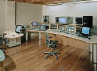 avid-desk-3